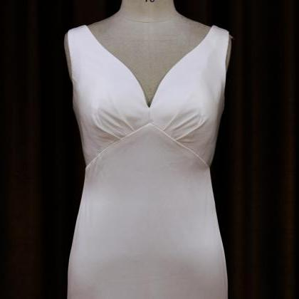 Satin Sleeveless V Neck Wedding Dre..