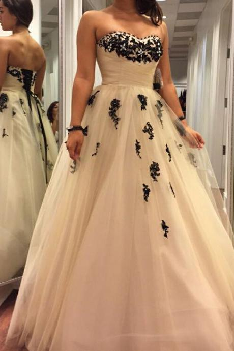 2017 Champagne Strapless Ball Gown Prom Dress, Tulle Formal Gown With Black Lace Appliques