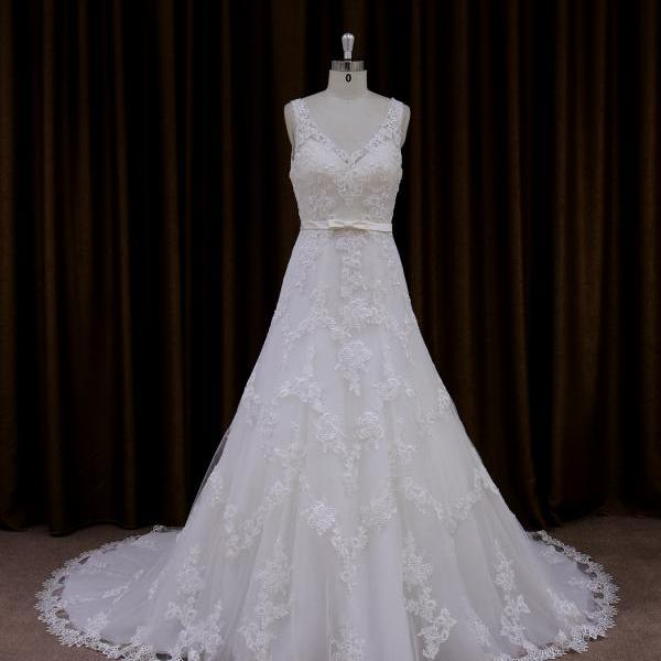 Delicate Tulle Sleeveless Wedding Gown With Lace Appliques And V Back