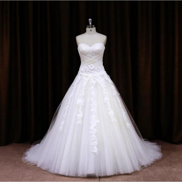 2015 Tulle Beaded Sweetheart Ball Gown Wedding Dress With Lace Appliques
