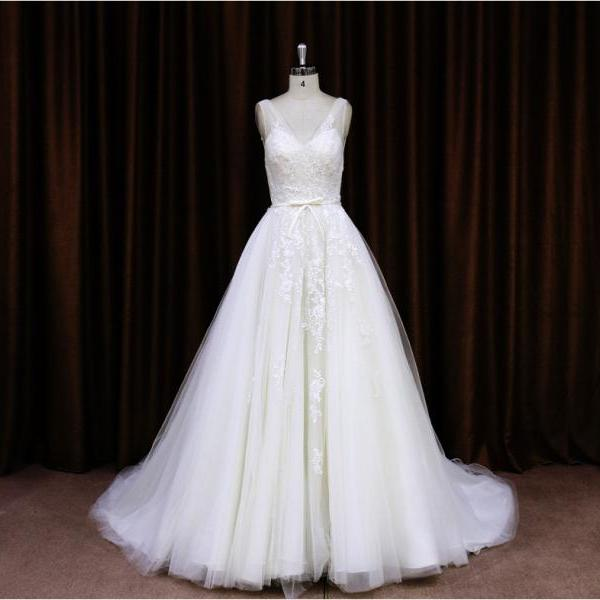2015 High Fashion Beaded Lace Appliques Wedding Dress With Sheer Shoulder