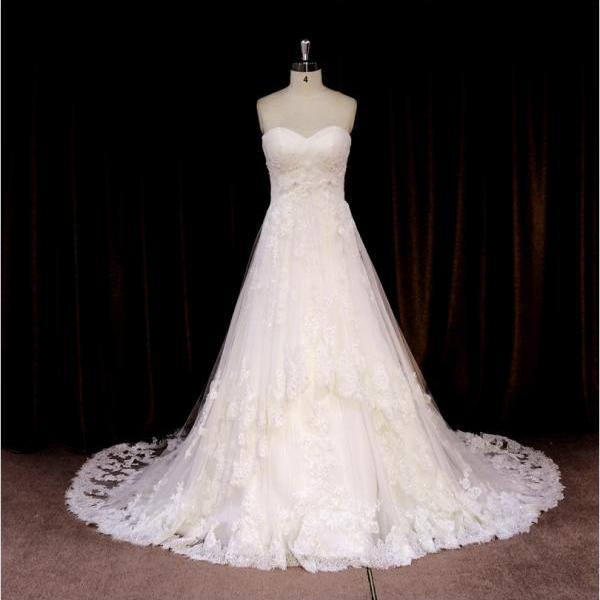 Elegant Tulle Sweetheart A Line Lace Appliques Wedding Gown With Beading